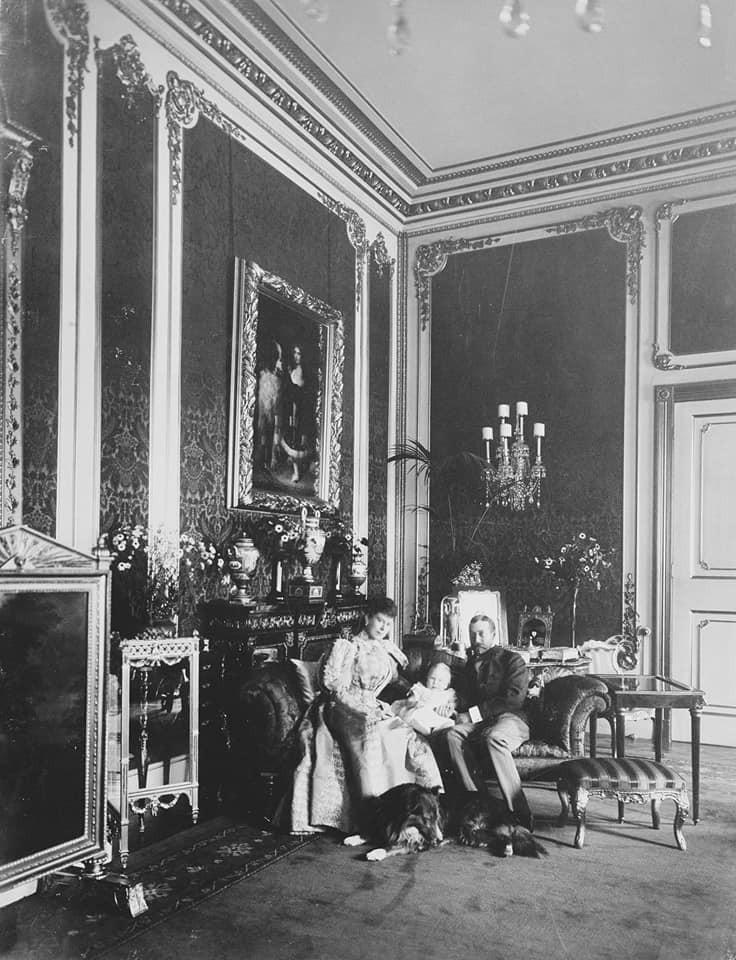 Le duc et la duchesse d'York et leur fils aîné Edward