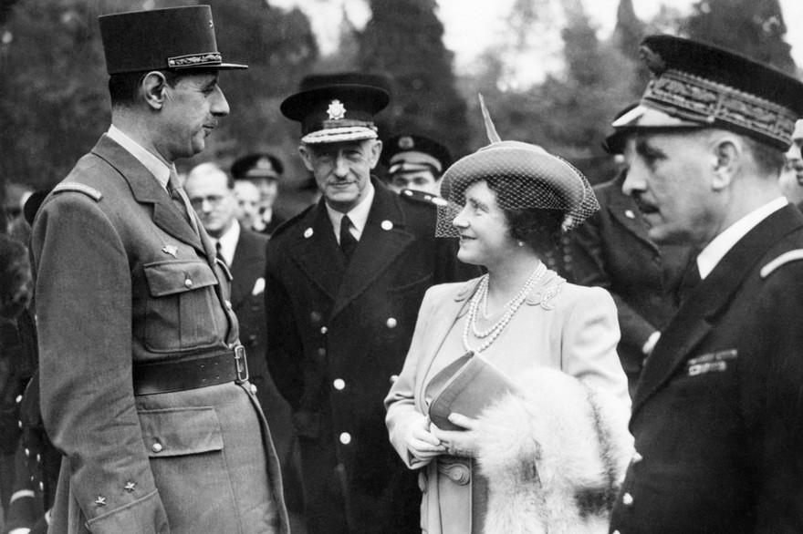 7779261518 charles de gaulle et la reine mere elizabeth en 1941 a londres archives