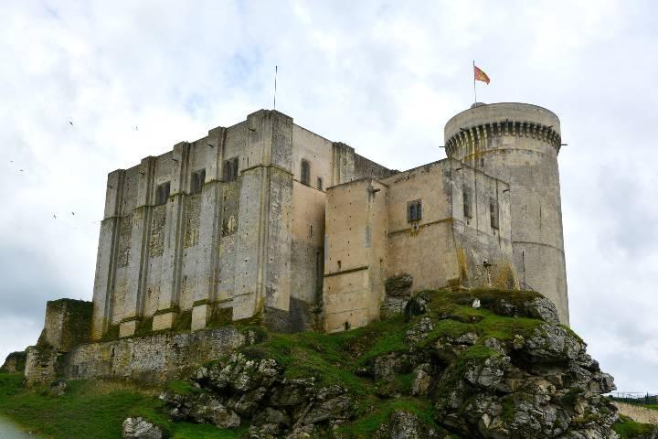 Chateau falaise route guillaume le conquerant 720480