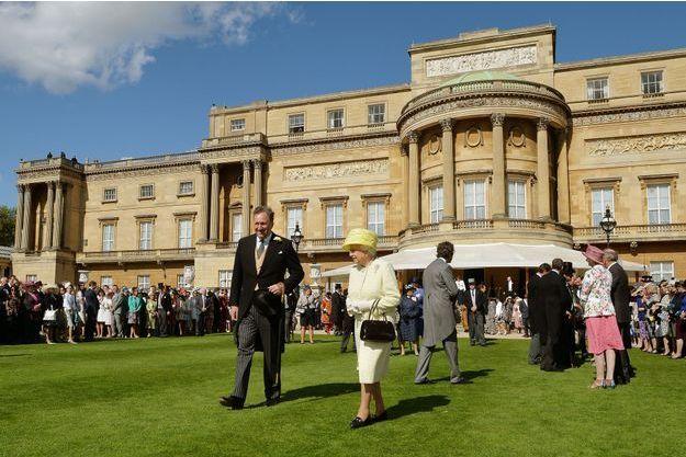 De colossaux travaux s imposent a buckingham palace a londres la reine d angleterre elizabeth ii va t elle devoir demenager