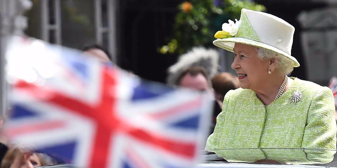 Elizabeth ii la femme la plus connue du monde mais aussi la plus secrete