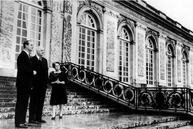 Le prince philip avec le president charles de gaulle au chateau de versailles le 19 decembre 1966