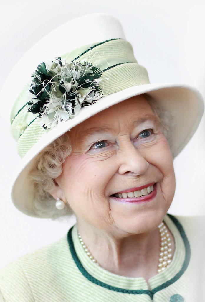 Queen elizabeth ii duke edinburgh visit kings bn0udih975mx