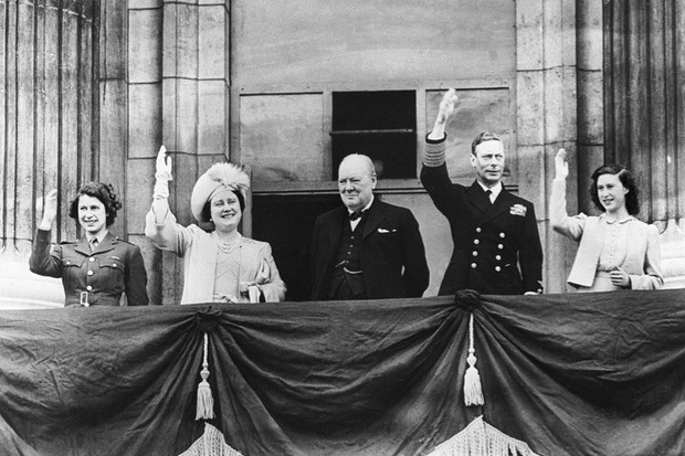 The royal family and winston churchill on the balcony of buckingham palace 1945 dc7e68f