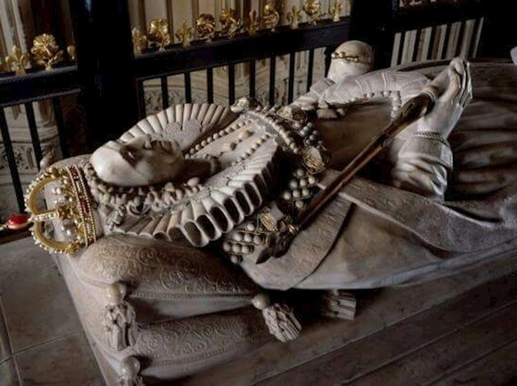 Elizabeth i tomb in westminster abbey