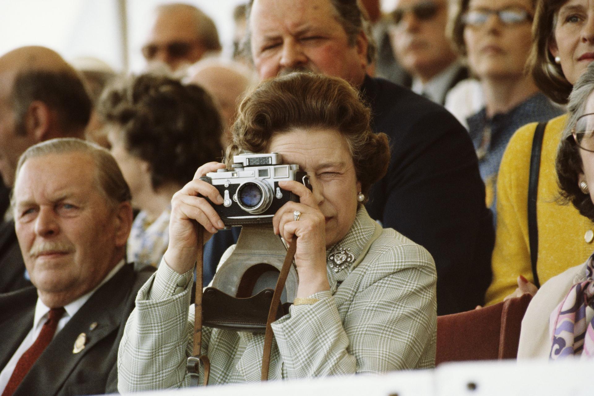 Hbz queen elizabeth national photo day 1982 gettyimages 141768238