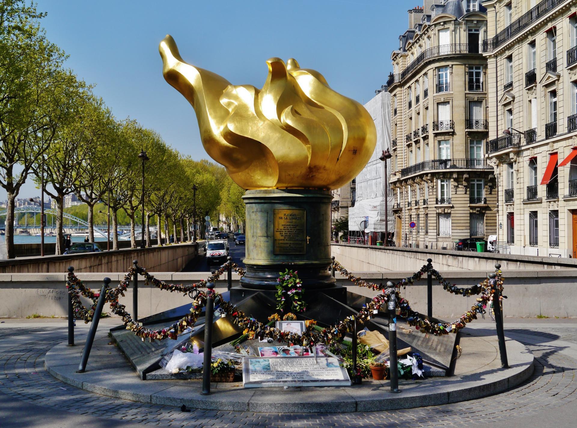 Paris flamme de la liberte 2