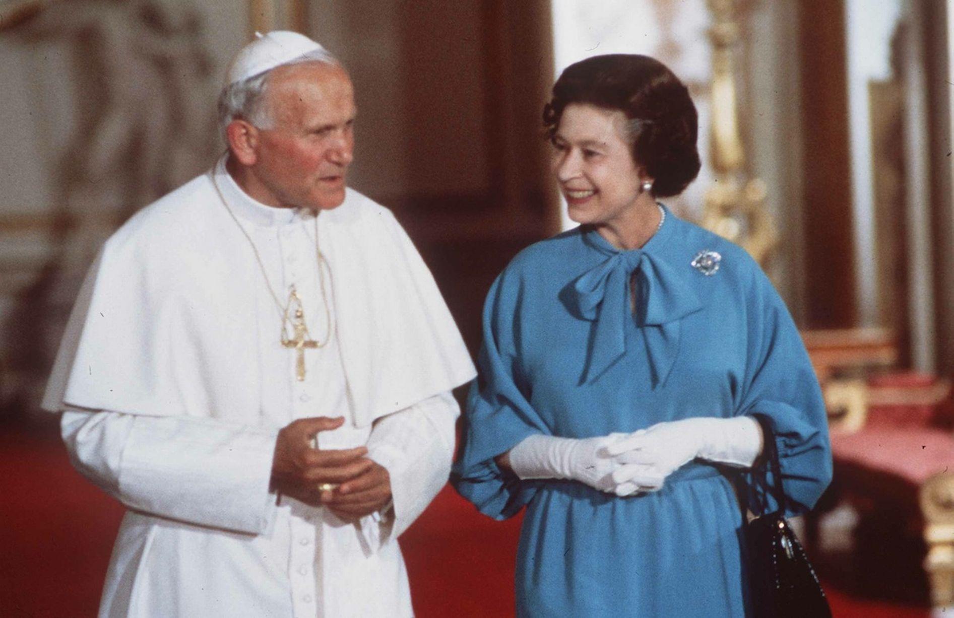 Queen elizabeth and pope john paul ii 1