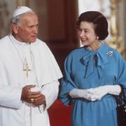 Queen elizabeth and pope john paul ii