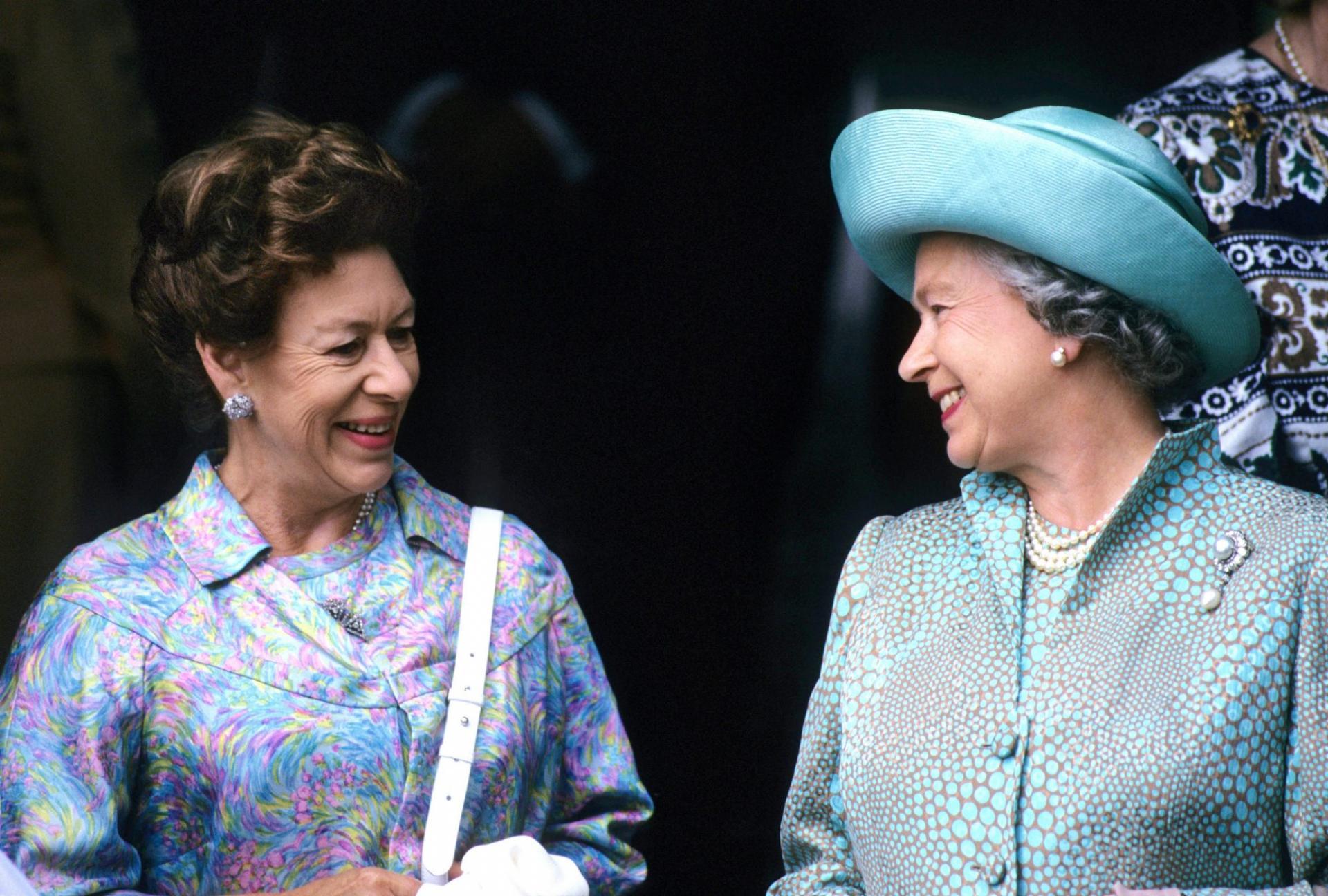 Queen elizabeth princess margaret 1 2000