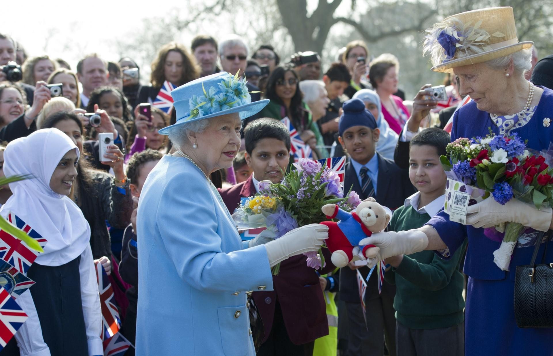 Queen elizabeth with lady in waiting with flowers